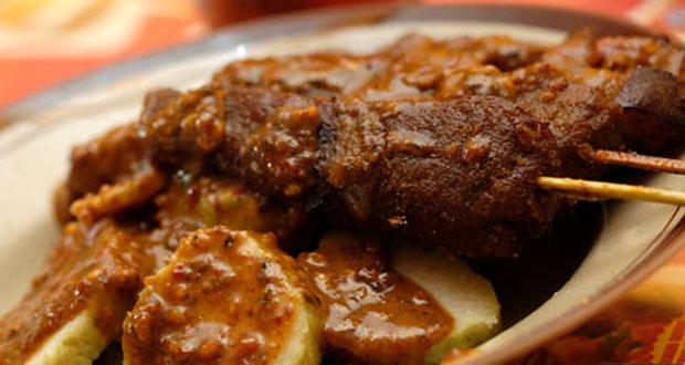 Sate Kere Yu Rebi adalah salah satu tempat wisata kuliner di Solo yang enak, murah, dan wajib dikunjungi (Foto : content.rajakamar.com)