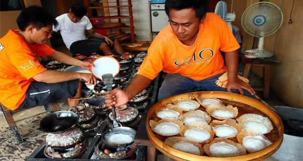 Serabi Notosuman adalah salah satu tempat wisata kuliner di Solo yang enak, murah, dan wajib dikunjungi (Foto : soloposfm.com)