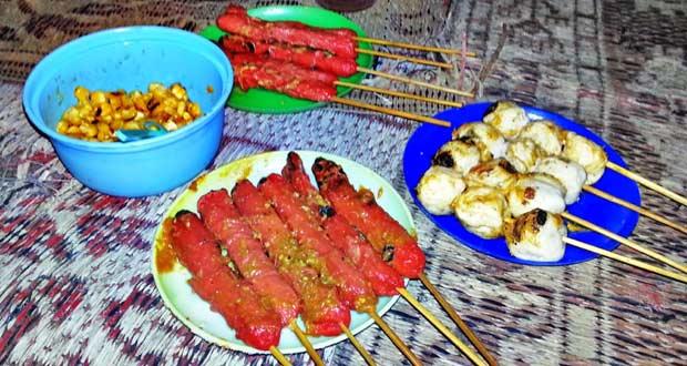 Sosis Naga Widuran adalah salah satu tempat wisata kuliner di Solo yang enak, murah, dan wajib dikunjungi (Foto : dhikainfo.blogspot.com)