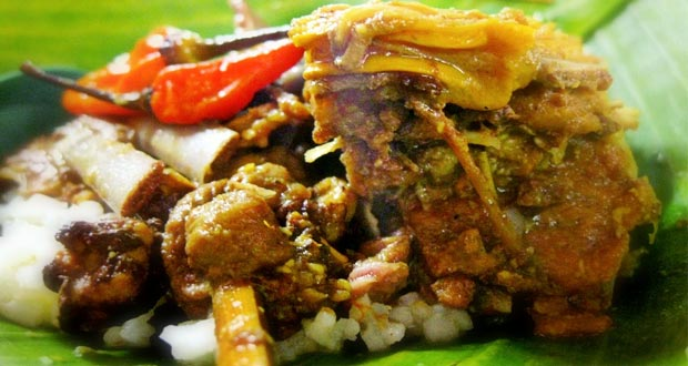 Tengkleng Bu Edi adalah salah satu tempat wisata kuliner di Solo yang enak, murah, dan wajib dikunjungi (Foto : yellow-up-yourlife.blogspot.com)