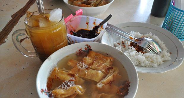 Timlo Sastro adalah salah satu tempat wisata kuliner di Solo yang enak, murah, dan wajib dikunjungi (Foto : corlena.wordpress.com)