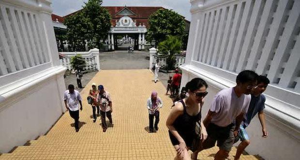 Keraton Yogyakarta adalah salah satu tempat wisata di Jogja untuk anak (Foto : wego.co.id)