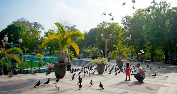 Alun-Alun Kota Malang adalah salah satu tempat wisata di Malang dan sekitarnya yang termasuk wisata murah dan gratis (Foto : mblusuk.com)