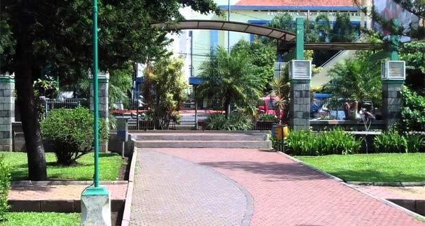 Alun-alun Malang adalah salah satu tempat wisata di Malang favorit wisatawan (Foto : youtube.com)