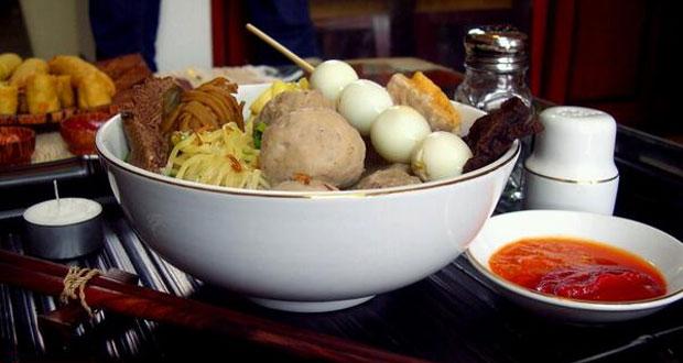 Bakso Kota Cak Man adalah salah satu tempat makan enak di Malang untuk buka puasa menu andalan bakso (Foto : halomalang.com)