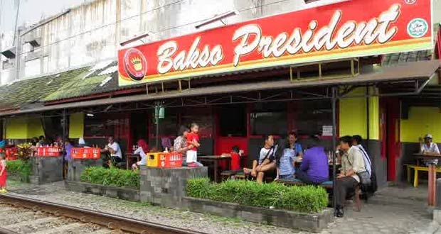 Bakso President adalah salah satu tempat makan enak di Malang untuk buka puasa dengan menu andalan bakso (Foto : youngnesia.com)