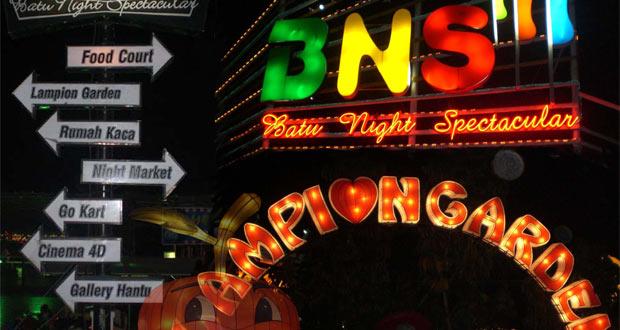 Batu Night Spectacular adalah salah satu tempat wisata di Malang dan sekitarnya yang menyajikan wahana bermain anak pada malam hari (Foto : haimalang.com)