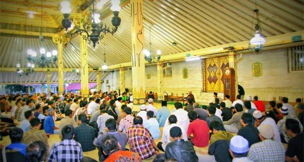 Masjid Gedhe Kauman adalah salah satu tempat makan enak di Jogja untuk buka puasa secara gratis setiap hari kamis dengan menu gulai kambing (Foto : masjidgedhe.or.id)