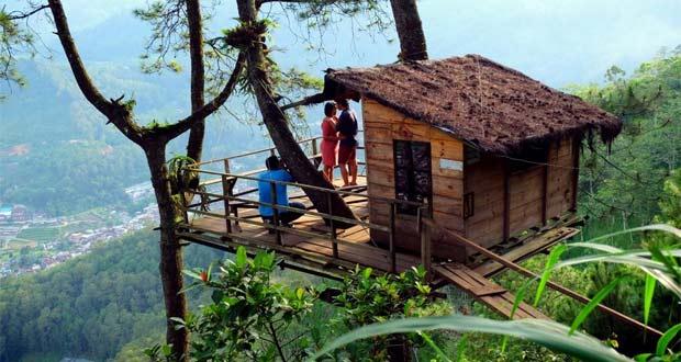 Omah Kayu adalah salah satu tempat wisata di Malang dan sekitarnya untuk menikmati pemandangan alam dari ketinggian (Foto : )twitter.com
