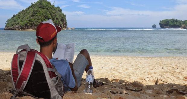 Pantai Gatra adalah salah satu pantai di Malang yang wajib dikunjungi (Foto : tentangnusantara.com)