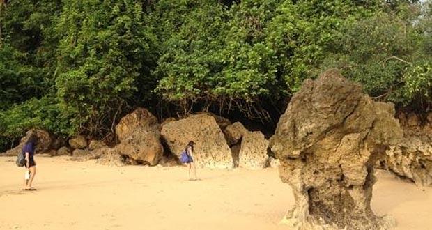 Pantai Kondang Merak adalah salah satu pantai di Malang yang wajib dikunjungi (Foto : tripadvisor.co.uk)