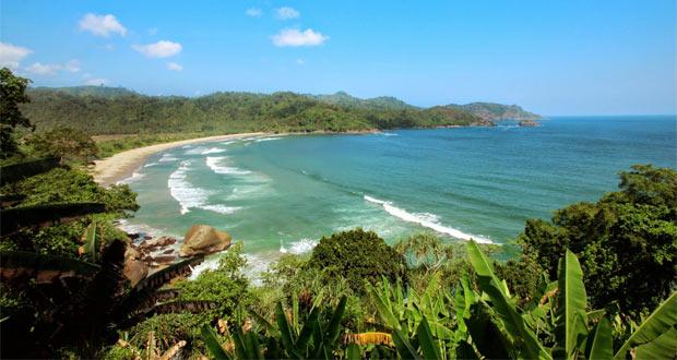 Pantai Lenggoksono adalah salah satu pantai di Malang yang wajib dikunjungi (Foto : rentalmobilmalang.biz)