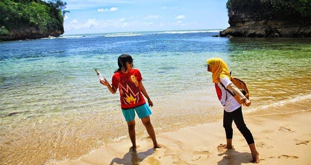 Pantai Ngliyep adalah salah satu pantai di Malang yang wajib dikunjungi (Foto : koswisata.blogspot.com)