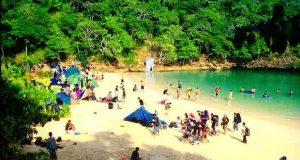 Pantai Segara Anakan, Pulau Sempu adalah salah satu pantai di Malang yang wajib dikunjungi (Foto : cekiwir.com)