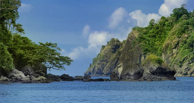 Pantai Sipelot adalah salah satu tempat wisata di Malang dan sekitarnya yang masih perawan (Foto : fotowinara.com)