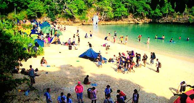 Pulau Sempu adalah salah satu tempat wisata di Malang favorit wisatawan (Foto : cekiwir.com)