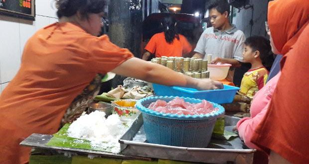 Putu Lanang Celaket adalah salah satu tempat makan enak di Malang untuk buka puasa (Foto : halomalang.com)