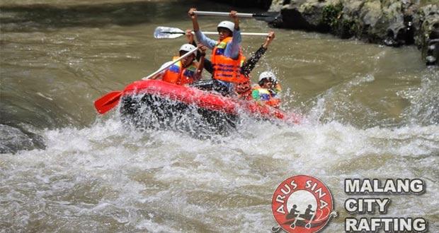 Rafting Sungai Bango adalah salah satu tempat wisata di Malang dan sekitarnya yang seru dan asyik (Foto : plus.google.com)
