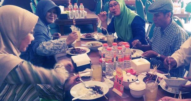 Sate dan Gule Kambing Haji Paino Bunul adalah salah satu tempat makan enak di Malang untuk buka puasa (Foto : id.foursquare.com)