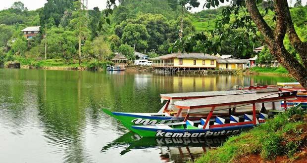 Situ Patenggang adalah salah satu tempat wisata di Bandung yang memiliki panorama indah mempesona (Foto : pariwisata4indonesia.wordpress.com)