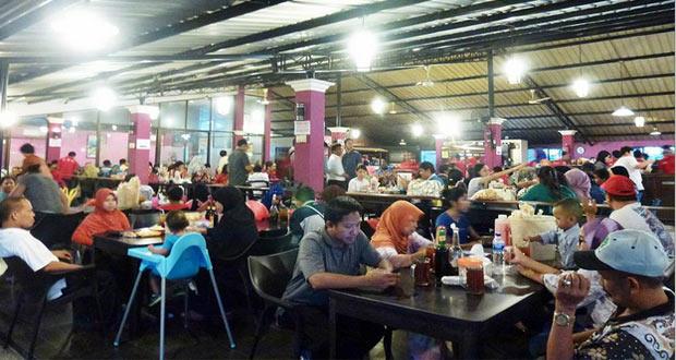 Soto Lamongan Cak Har adalah salah satu tempat makan enak di Surabaya untuk buka puasa yang menyajikan menu soto khas Lamongan (Foto : laurentiadewi.com)