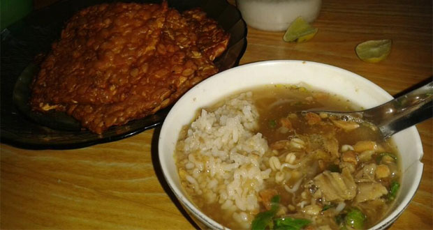 Soto Pak No adalah salah satu tempat makan enak di Semarang untuk buka puasa yang menyajikan menu soto khas Semarang (Foto : foursquare.com)