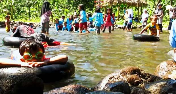 Sumber Air Krabyakan adalah salah satu tempat wisata di Malang dan sekitarnya yang menawarkan pemandian alam (Foto : youtube.com)