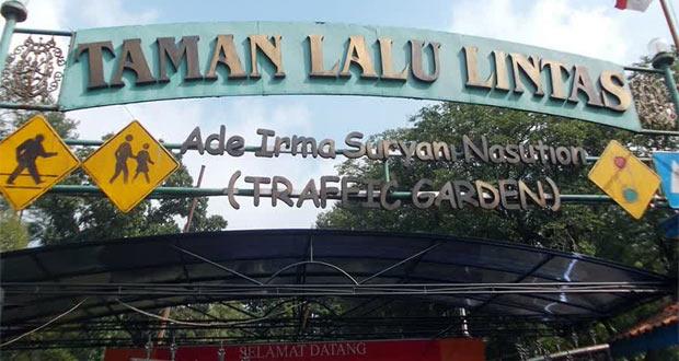 Taman Lalu Lintas Ade Irma Suryani adalah salah satu tempat wisata di Bandung yang cocok sebagai sarana edukasi lalu lintas kepada anak-anak (Foto : aleut.wordpress.com)