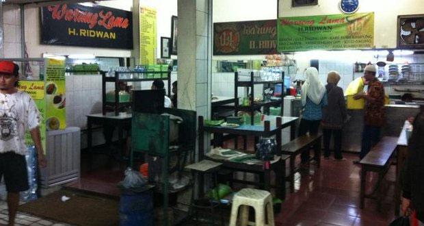 Warung Lama Haji Ridwan adalah salah satu tempat makan enak di Malang untuk buka puasa yang legendaris (Foto : halomalang.com)