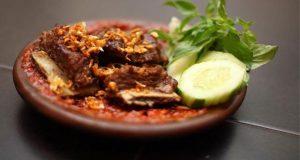 Ilustrasi Iga Sapi Penyet Warung Leko, salah satu tempat makan enak di Surabaya untuk buka puasa (Foto : laperbro.com)
