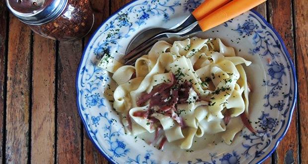 Warung Pasta adalah salah satu tempat makan enak di Bandung untuk buka puasa (Foto : haphap.com)