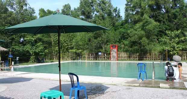 Tempat wisata di Cirebon Banyu Panas Palimanan (Foto : rusmanta1988.wordpress.com)