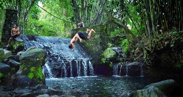 Blue Lagoon adalah tempat wisata di Jogja yang asyik dan menarik dikunjungi saat libur lebaran (Foto : photoparse.blogspot.com)