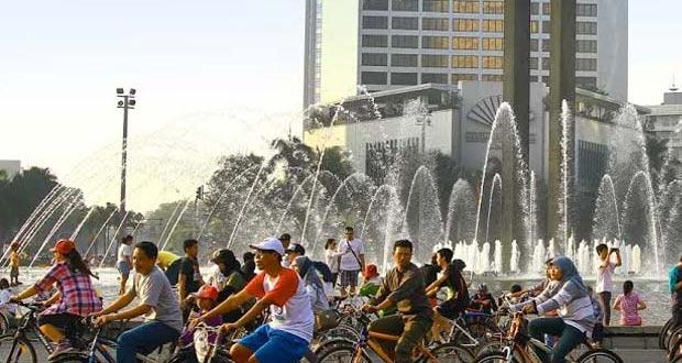 Bundaran HI adalah salah satu tempat wisata di Jakarta yang asyik dan menarik untuk mengisi libur lebaran (Foto : infocarfreeday.net)