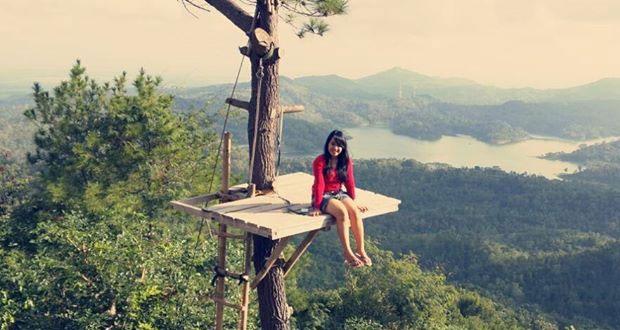 Desa Wisata Kalibiru adalah tempat wisata di Jogja yang asyik dan menarik dikunjungi saat libur lebaran (Foto : cahyogya.com)