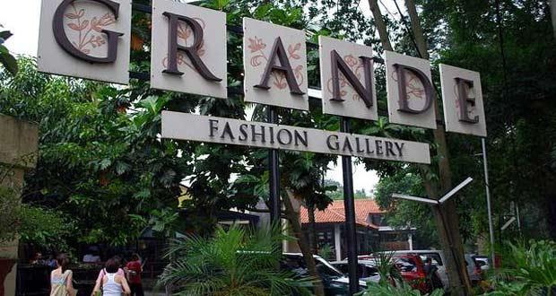Jalan Dago & Jalan Riau adalah salah satu tempat belanja murah di Bandung dengan aneka Factory Outlet dan Distro (Foto : blog.malaysia-asia.my)