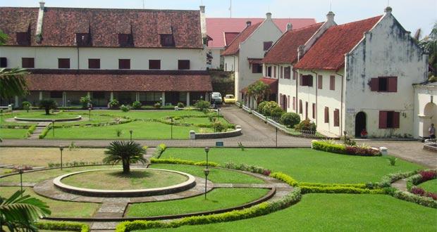 Fort Rotterdam adalah salah satu tempat wisata di Makassar untuk wisata sejarah (Foto : skyscrapercity.com)
