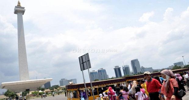 Monumen Nasional adalah salah satu tempat wisata di Jakarta yang asyik dan menarik untuk mengisi libur lebaran (Foto : foto.okezone.com)
