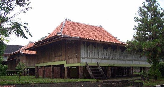 Museum Balaputra Dewa adalah salah satu tempat wisata di Palembang yang asyik dan menarik untuk mengisi libur lebaran (Foto : wikimapia.org)