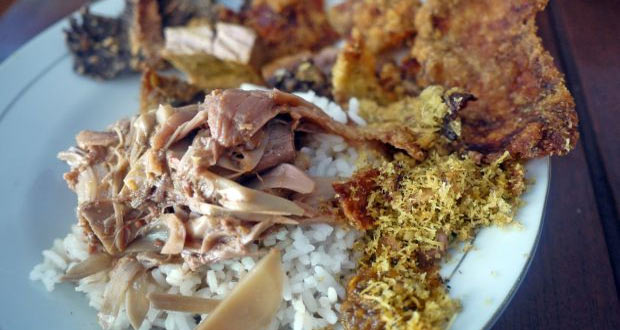 Nasi Bhuk adalah salah satu makanan khas Malang yang pas buat ngobatin kangen ketika libur lebaran di Malang (Foto : mainmakan.com)
