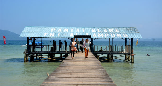 Pantai Klara adalah salah satu pantai di Lampung yang indah, asyik dan menarik untuk dikunjungi dalam rangka mengisi libur lebaran (Foto : hendricuswidiantoro.wordpress.com)