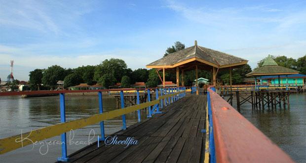Pantai Ria Kenjeran adalah salah satu tempat wisata di Surabaya yang asyik dan menarik untuk mengisi libur lebaran (Foto : sheellfia.blogspot.com)