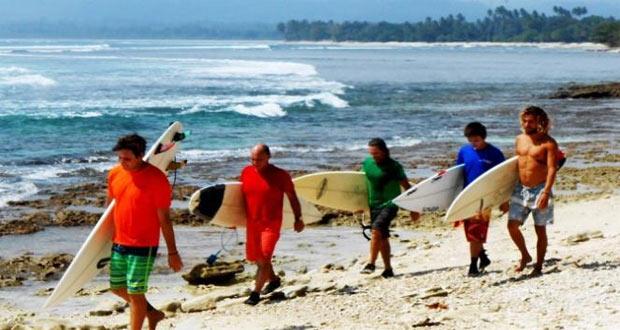 Pantai Tanjung Setia adalah salah satu pantai di Lampung yang indah, asyik dan menarik untuk dikunjungi dalam rangka mengisi libur lebaran (Foto : log.viva.co.id)