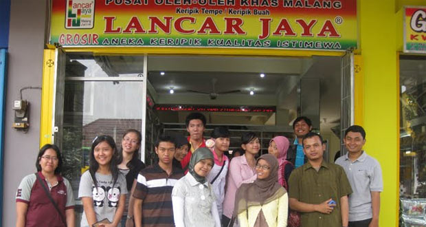 Pusat Oleh-oleh Lancar Jaya adalah salah satu tempat wisata di Malang yang pas buta belanja oleh-oleh khas Malang (Foto : hmjafeub.blogspot.com)