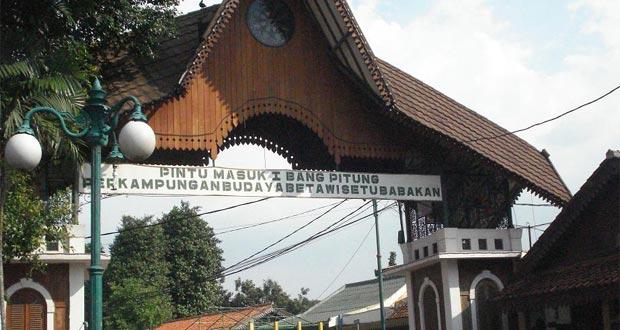 Kampung Budaya Betawi Setu Babakan adalah salah satu tempat wisata di Jakarta yang asyik dan menarik untuk mengisi libur lebaran (Foto : alexsetia.wordpress.com)