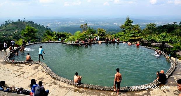 Umbul Sidomukti adalah salah satu tempat wisata di Semarang yang asyik dan menarik untuk mengisi libur lebaran (Foto : mangkoko.com)