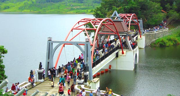 Waduk Jatibarang & Gua Kreo adalah salah satu tempat wisata di Semarang yang asyik dan menarik untuk mengisi libur lebaran (Foto : yasiryafiat.wordpress.com)