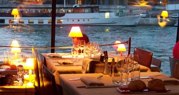 Dinner Romantis Di Kapal Layar Sungai Seine