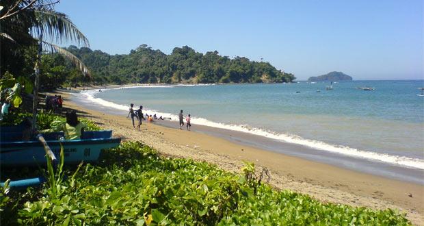 Pantai Tamban Di Desa Wisata Tamban (Foto : candrazr.wordpress.com)