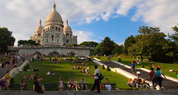 Menara-Eiffel-Yang-Romantis 10 Tempat Wisata Di Paris Yang Sangat Romantis